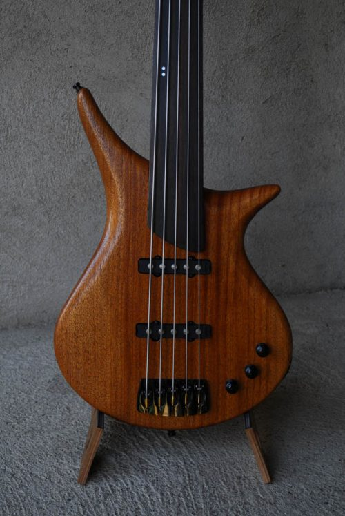 legno-e-corde-liuteria-como-basso-artigianale-mitzhar