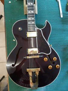 Gibson L4 con nuovo battipenna